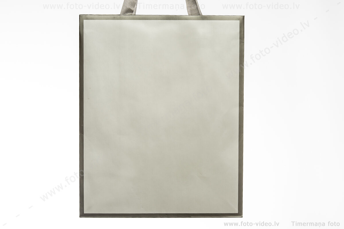Papīra dāvanu maisiņi. 26x32cm