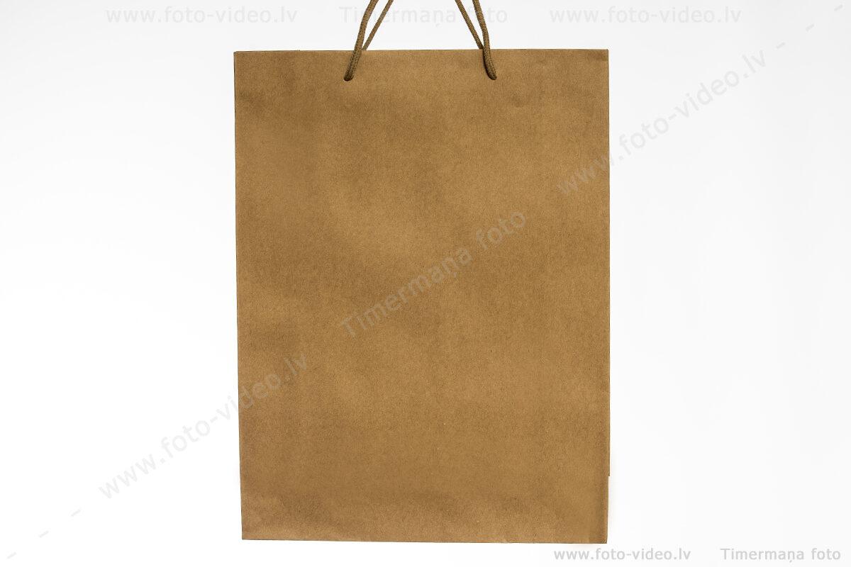 Papīra EKO dāvanu maisiņi. 24x33 cm