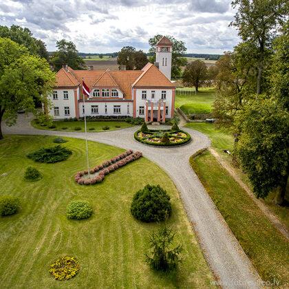 Latvijas Valsts pirmā prezidenta Jāņa Čakstes dzimtas mājas- Auči, muzejs. Salgales pagast